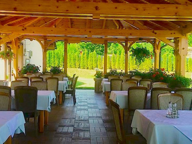 Restoran Bosiljevo: Unser Außenbereich / Naša terasa